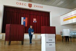 Voľby v obci Zavar.