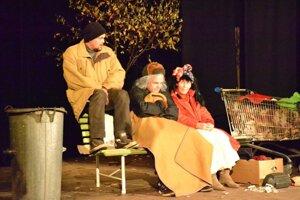 V súťaži sa darilo tiež ochotníkom zo Znievskeho rado(sť)dajného divadla Kláštor pod Znievom s hrou Antigona v New Yorku.
