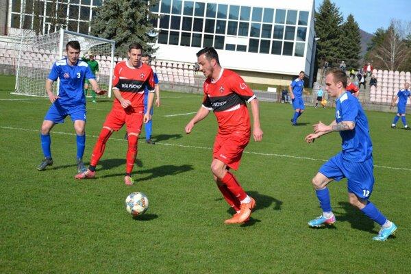 Derby Púchov (v modrom) s Považskou Bystricou skončilo úspechom domácich.