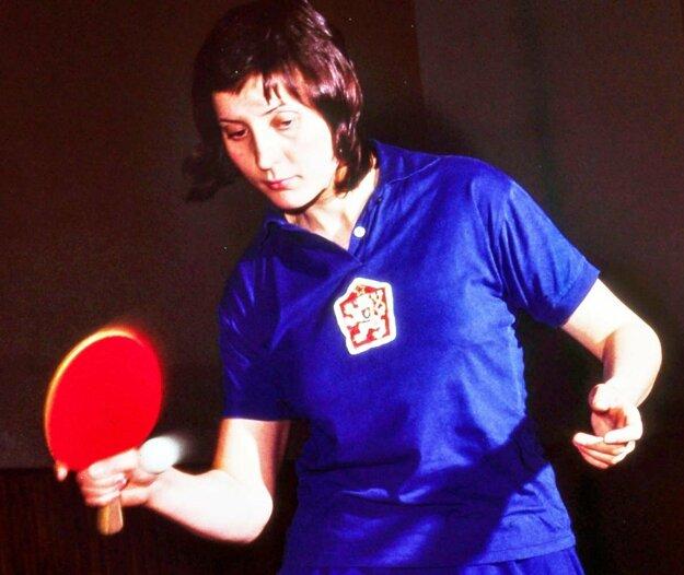 Alica Chladeková-Grofová sa narodila 2. 4. 1952 vo Vajnoroch. Je finalistkou MS v dvojhre a bronzová z mixu s Josefom Dvořáčkom v Sarajeve 1973.Z vrcholných šampionátov má spolu desať medailí.