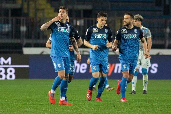 Giovanni Di Lorenzo (vľavo)  sa teší z gólu.