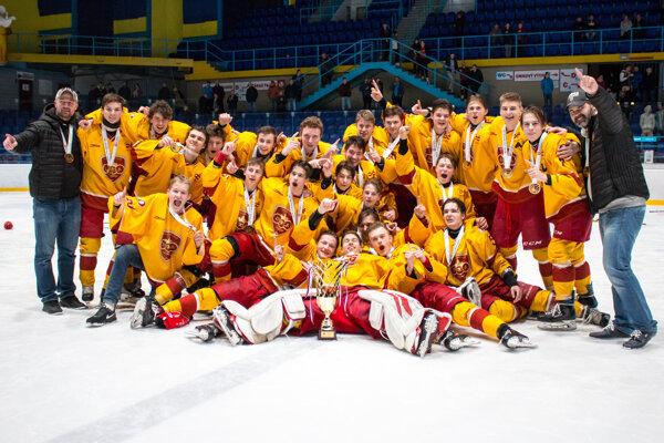 Dorastenci Dukly Trenčín obhájili majstrovský titul.