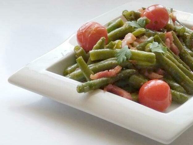 Fazuľkový šalát s cherry paradajkami