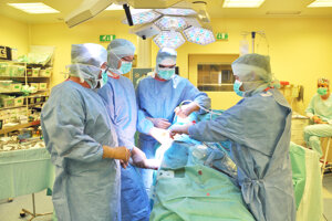 Po takmer mesiaci povolila vláda Igora Matoviča (OĽaNO) nemocniciam opäť vykonávať plánované operácie. Ilustračné foto.