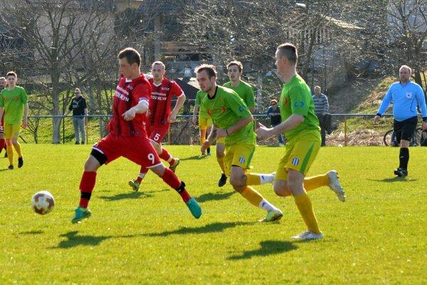 Pruské (v zelenom) dalo rovnako ako D. Kočkovce na jar v dvoch zápasoch desať gólov.