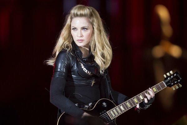 Madonna vystupuje počas svojho turné MDNA v Berlíne v roku 2012.