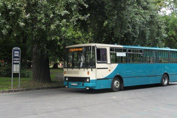 Špeciálne upravený autobus určený na prepravu bicyklov premáva počas cyklistickej sezóny v Nitre už od roku 2011.