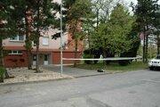 Na tomto mieste v Nových Zámkoch dnes zatiaľ neznámy muž polial kyselinou 39-ročnú ženu. Zraneniam podľahla.