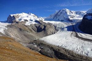 Ľadovec Gorner v masíve Monte Rosa na konci leta 2017. Je too druhý najväčší ľadovec v Alpách.