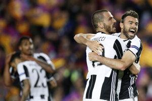 Andrea Barzagli (vpravo) v drese Juventusu Turín.