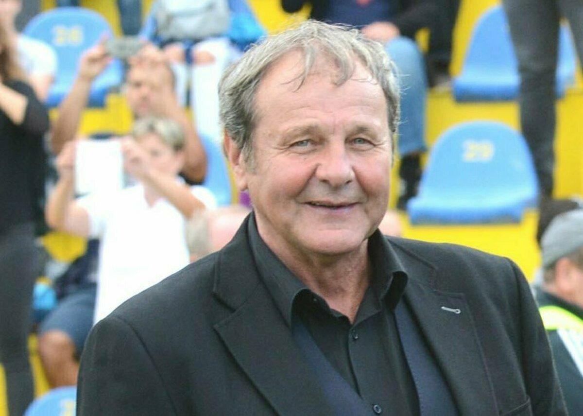 53fbcc522 Bývalý úspešný futbalista a tréner Ján Kozák má 65 rokov - Korzár SME