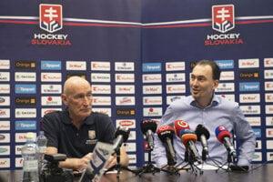 Tréner slovenskej hokejovej reprezentácie Craig Ramsay (vľavo) a generálny manažér reprezentácie Miroslav Šatan.