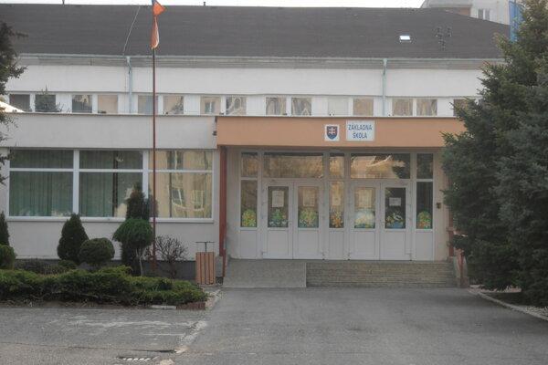 Základná škola na Krymskej ulici rieši bezúhonnosť svojho exriaditeľa.