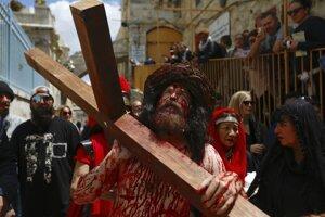 Rímskokatolíci i evanjelici sa zúčastnili na procesii v Ježišových šľapajach.