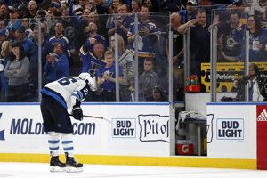 Blake Wheeler z Winnipeg Jets opúšťa ľad.
