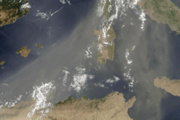 Saharský piesok nad Stredozemným morom.