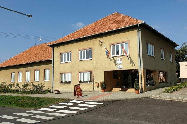 Budova obecného úradu v Buzitke, v ktorej samospráva zriadila aj obecnú jedáleň pre dôchodcov.