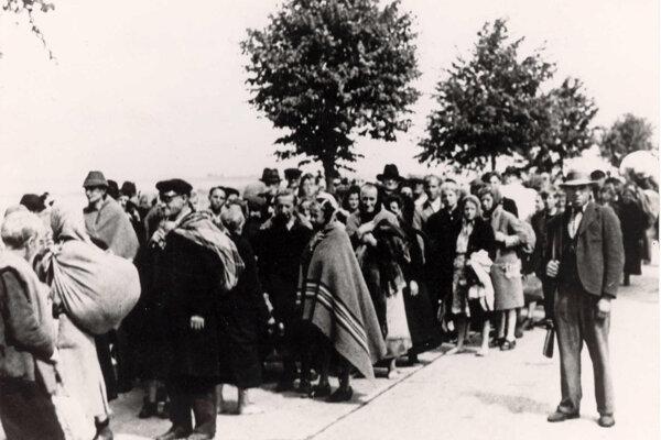 Približne tisícsdemsto odsunutých neslávne znnámy Pochod smrti z Brna do juhomoravskej dediny Pohořelice neprežilo