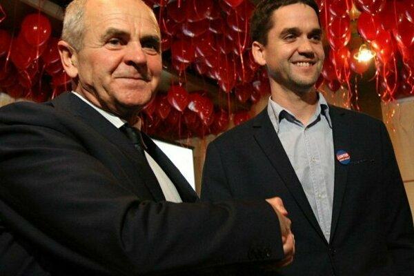 Župan Ján Lunter (vľavo) a jeho syn Ondrej, ktorý sa stal podpredsedom BBSK.
