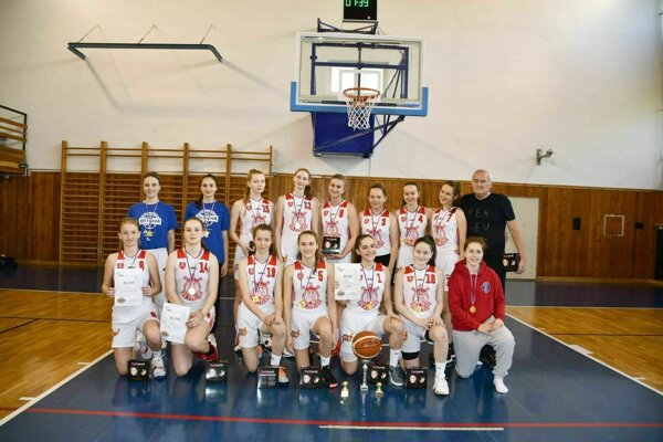 Véťazné družstvo kadetiek BK ZŠ Zvolen v Ostrave