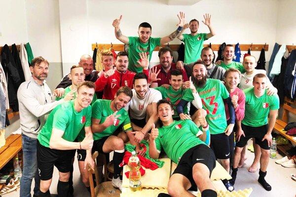 Futbalisti Dolných Salíb sa tešili z víťazstva nad Novým Životom 2:0.