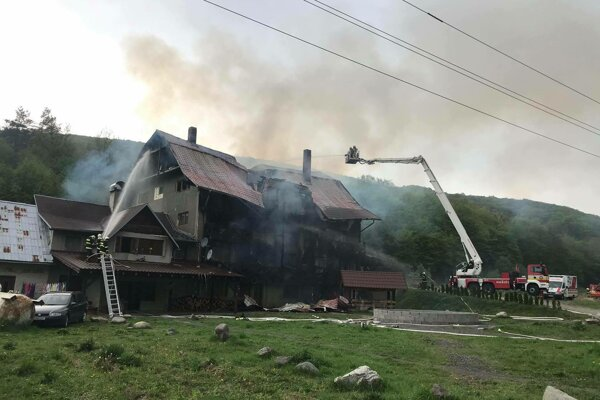 Horelo v takmer celej budove.