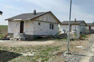 V Rankovciach si Rómovia svojpomocne postavili 27 domov, pomohla aj obec.