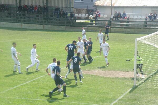 S číslom 11 pred bránou FKM Daniel Bojda, autor dvoch gólov Kalnej.