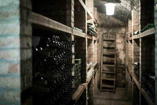Vo vzácnom archíve vín v kláštornej pivnici sa nachádzajú najmä biele vína, typické pre malokarpatskú oblasť.
