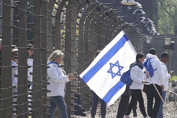 V Poľsku si pripomínajú obete holokaustu.