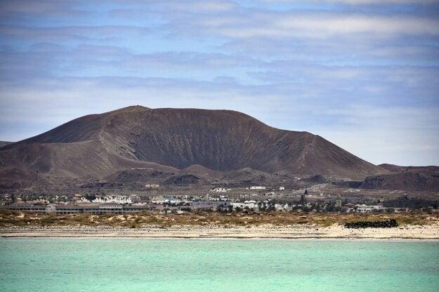 More a za vami vysoké hory - to je Fuerteventura