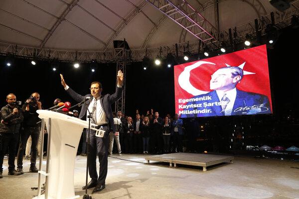 Ekrem Imamoglu bol starostom Istanbulu len pár týždňov. Voľby budú opakovať.