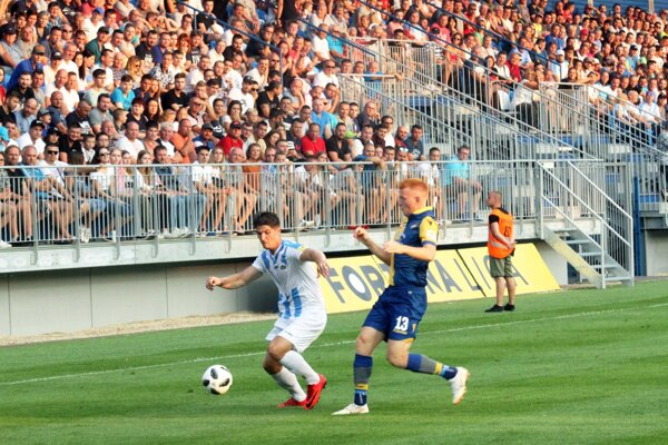 V Nitre sa bude hrať prvá liga aj v ďalšej sezóne, tvrdí generálny manažér FC Nitra Jozef Petráni.