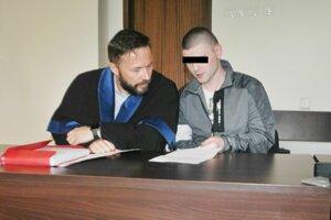 Maroš A. (vpravo) s obhajcom Milan Slebodníkom.