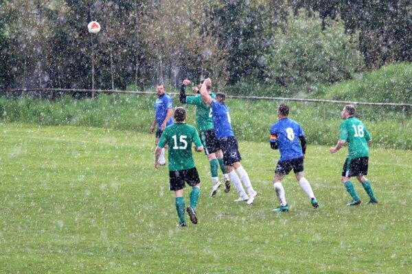 Cez víkend sa hralo aj v nepriaznivom počasí.