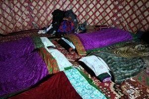 Nocovanie v jurte.