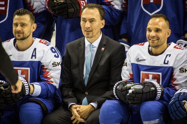 Miroslav Šatan (v strede) počas MS v hokeji 2019. Vľavo Tomáš Tatar, vpravo Andrej Sekera.