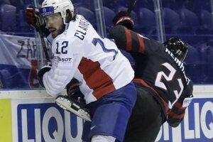 Zľava Valentin Claireaux a Sam Reinhart v zápase MS v hokeji 2019 Kanada - Francúzsko.