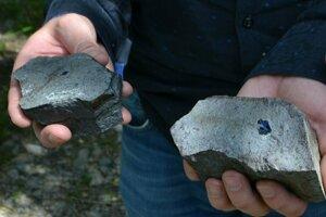 Toto je doposiaľ najväčší modrý zafír v bazalte, ktorý bol nájdený v katastri obce Hajnáčka. Je veľký 1,43 cm.