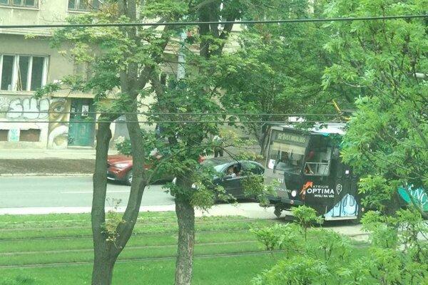Dopravná nehoda na Štúrovej ulici.