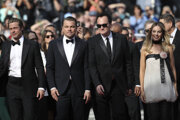 Brad Pitt, Leo DiCaprio, Quentin Tarantino a Margot Robbie na v Cannes na premiére filmu Once Upon a Time... In Hollywood.