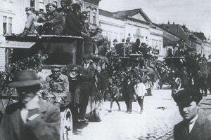 Maďarská Červená armáda v uliciach Košíc.