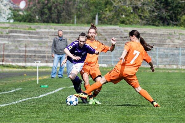 V nedeľu o 14:30 sa hrá na Sihoti regionálne derby II. ligy žien FC Union Nové Zámky - KFC Komárno.