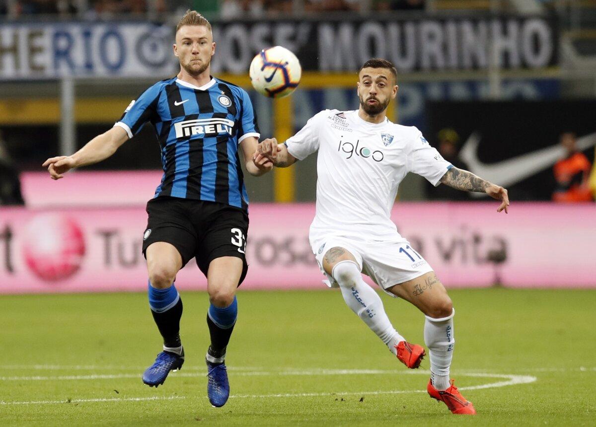 db34edd904 Milan Škriniar (vľavo) v súboji s Francescom Caputom z Empoli vo futbalovom  zápase talianskej