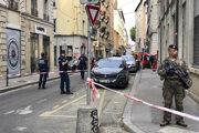 Príslušníci francúzskej antiteroristickej jednotky hliadkujú v centre Lyonu po výbuchu 24. mája 2019.