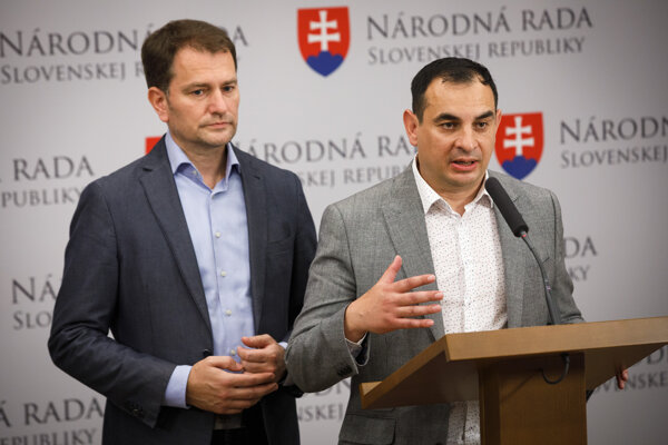 Zľava: Predseda hnutia OĽaNO Igor Matovič a novozvolený europoslanec za hnutie OĽaNO Peter Pollák.