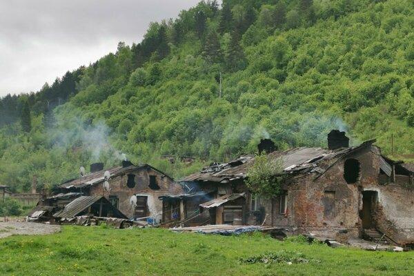 Čierne stavby nezlegalizovali, vyrubili len nájom za pozemky pod nimi.