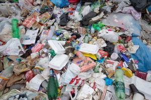 Skládka v Senci - skončí na nej množstvo recyklovateľných obalov.
