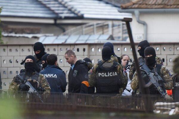 Príslušníci Útvaru osobitného určenia Prezídia PZ Lynx Commando s obvineným Miroslavom M.