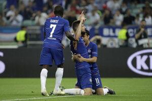 Olivier Giroud oslavuje so spoluhráčmi